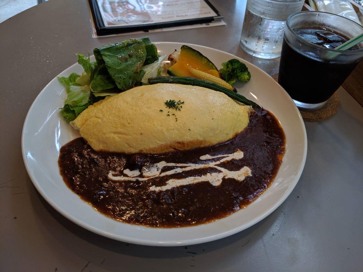 「イーモンズカフェ」の洋食屋のオムハヤシ