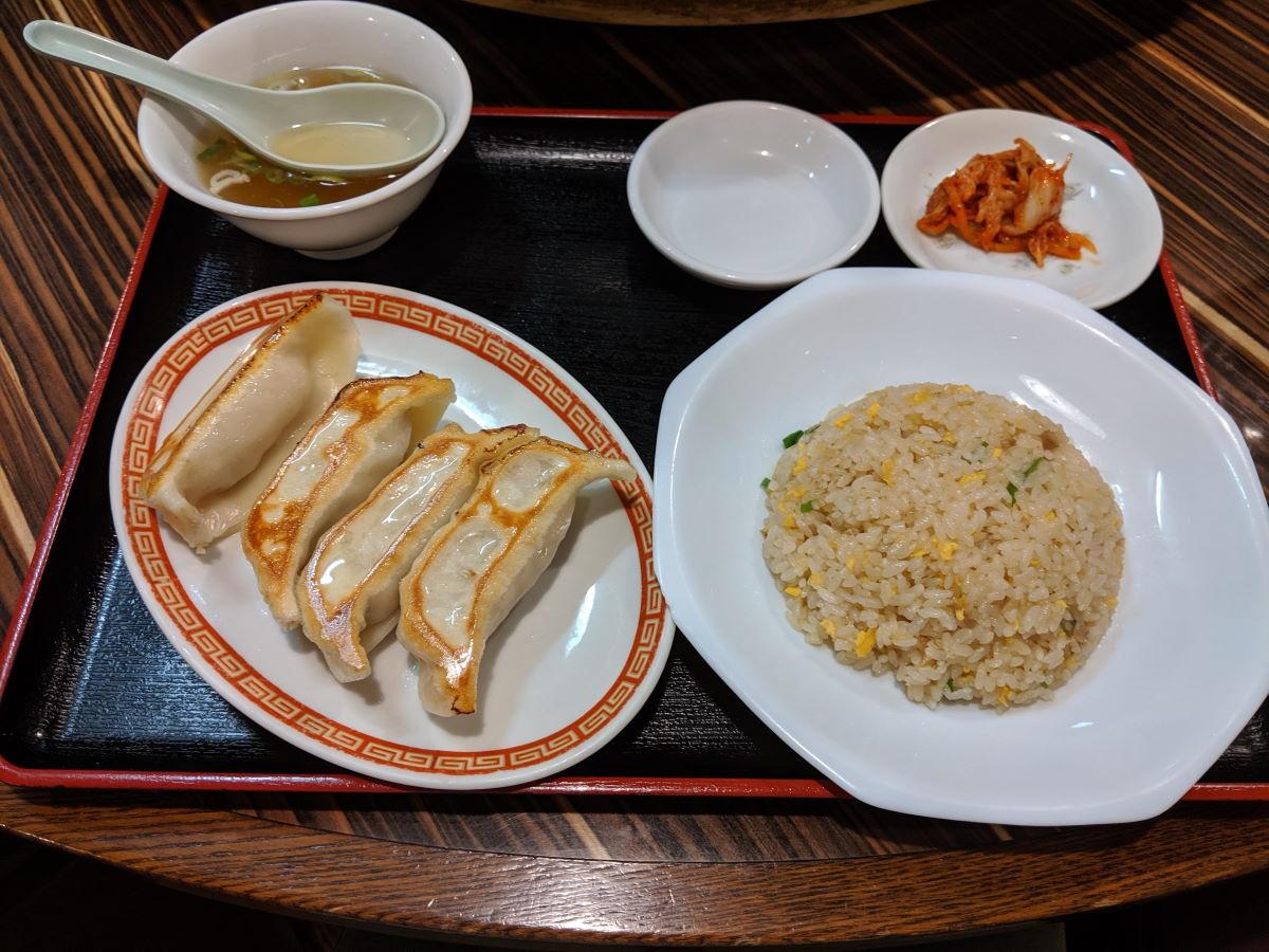「餃子屋 壱番」の黒豚餃子と半チャーハンセット