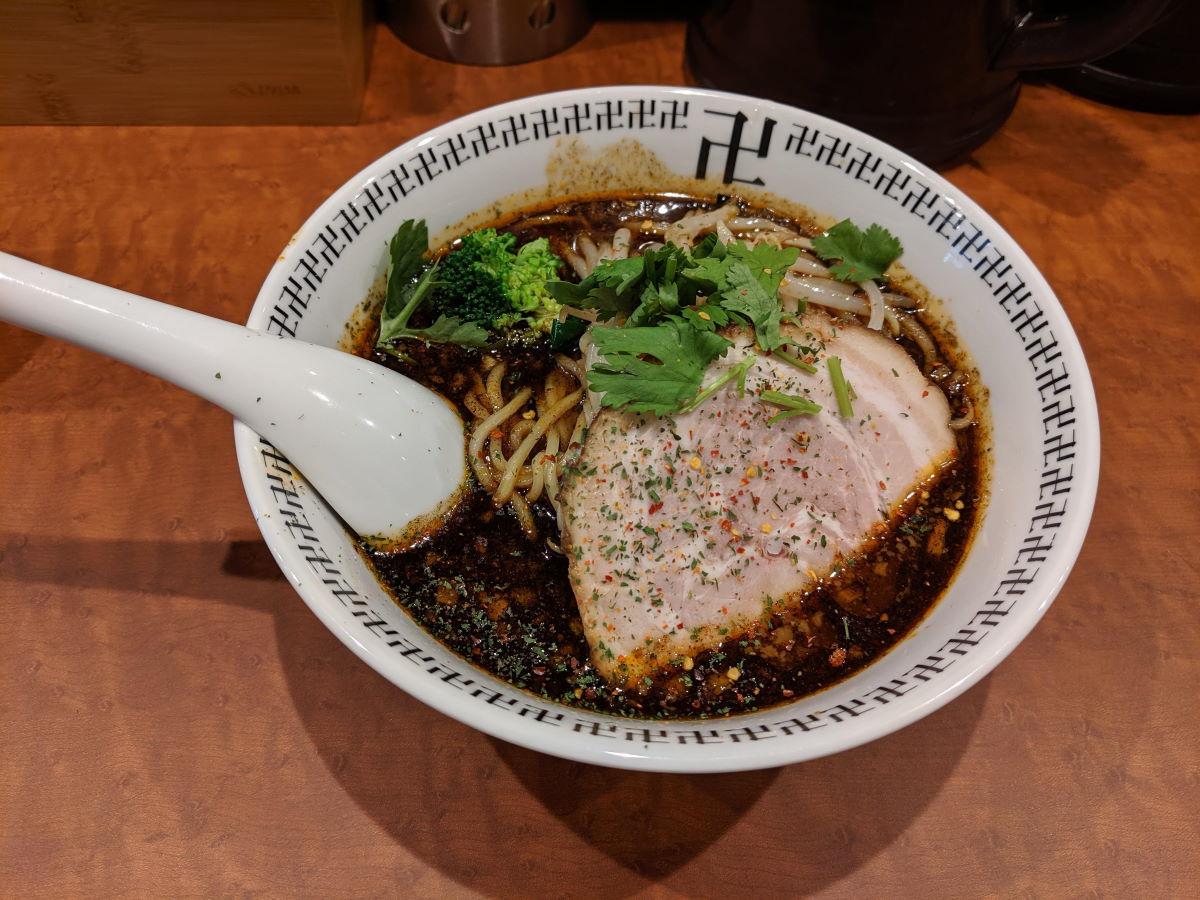 「卍力(まんりき)」のスパイス・ラー麺