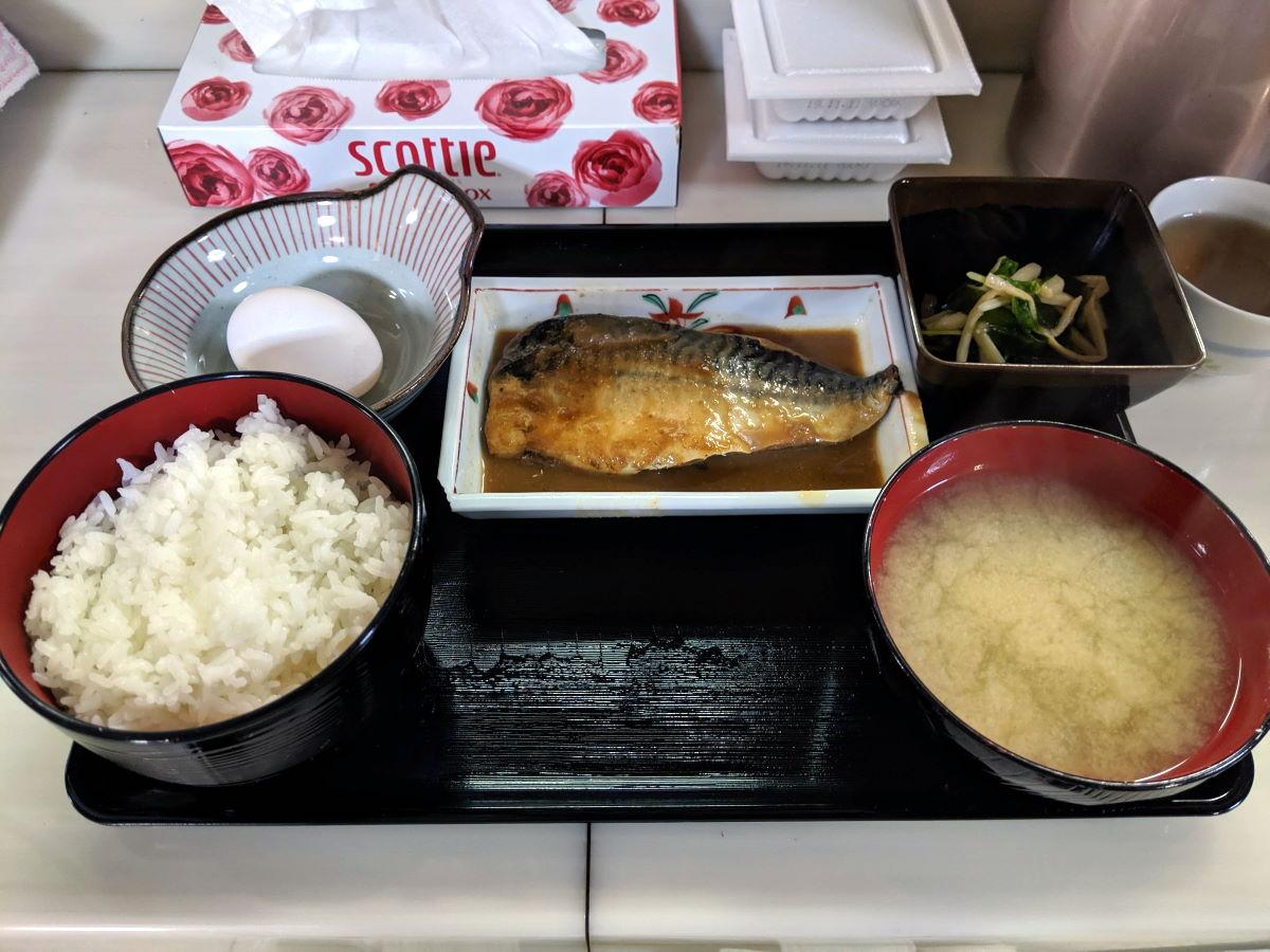 「俵や」の鯖みそ煮定食