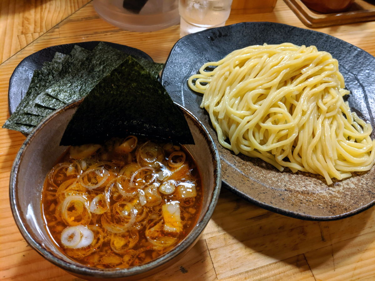 「やすべえ」の辛味つけ麺(中盛り)と焼きのりトッピング