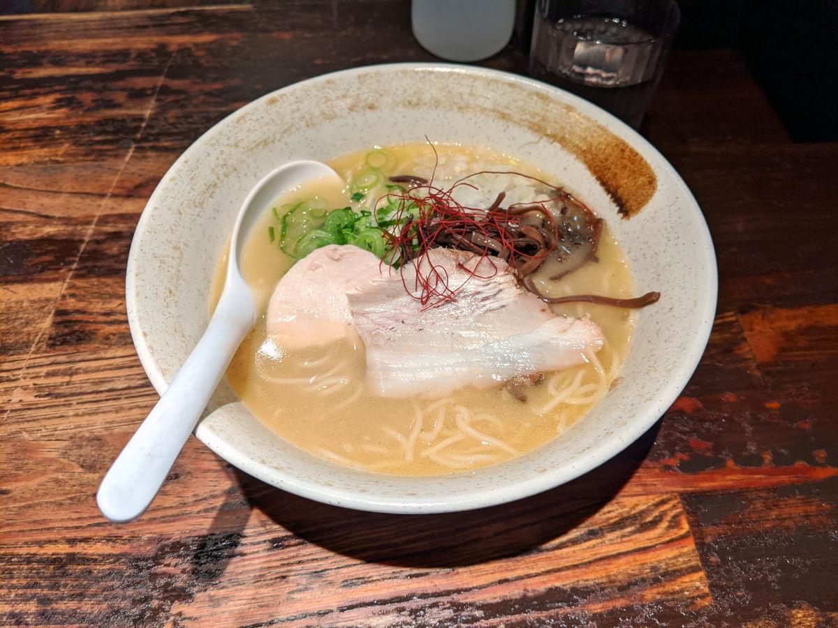 「麺屋武一」の濃厚鶏そば(白)