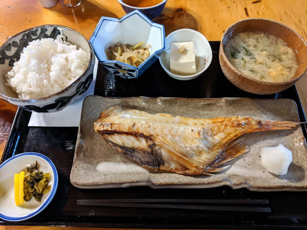 「赤津加」の本日の焼魚定食(赤尾の塩焼き)