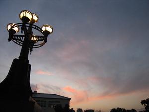黄昏ー平和公園の橋