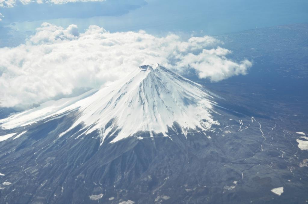 日本の雄大な富士山
