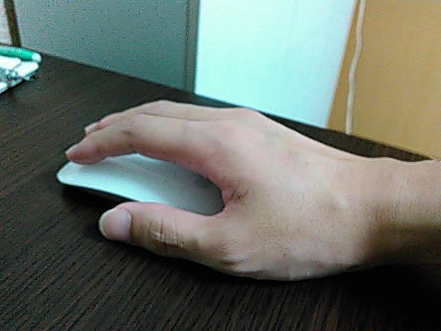 デスクワークで痛くなってしまった右手
