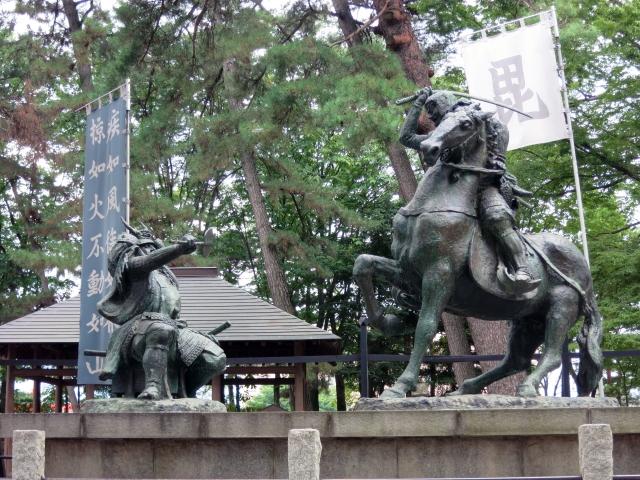 川中島の一騎打ちの像