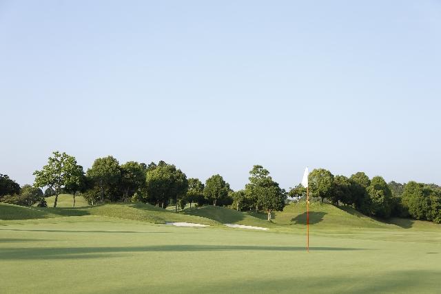 水落の舞台はゴルフ場