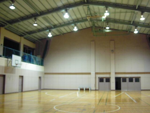 罰ゲームの舞台となる体育館