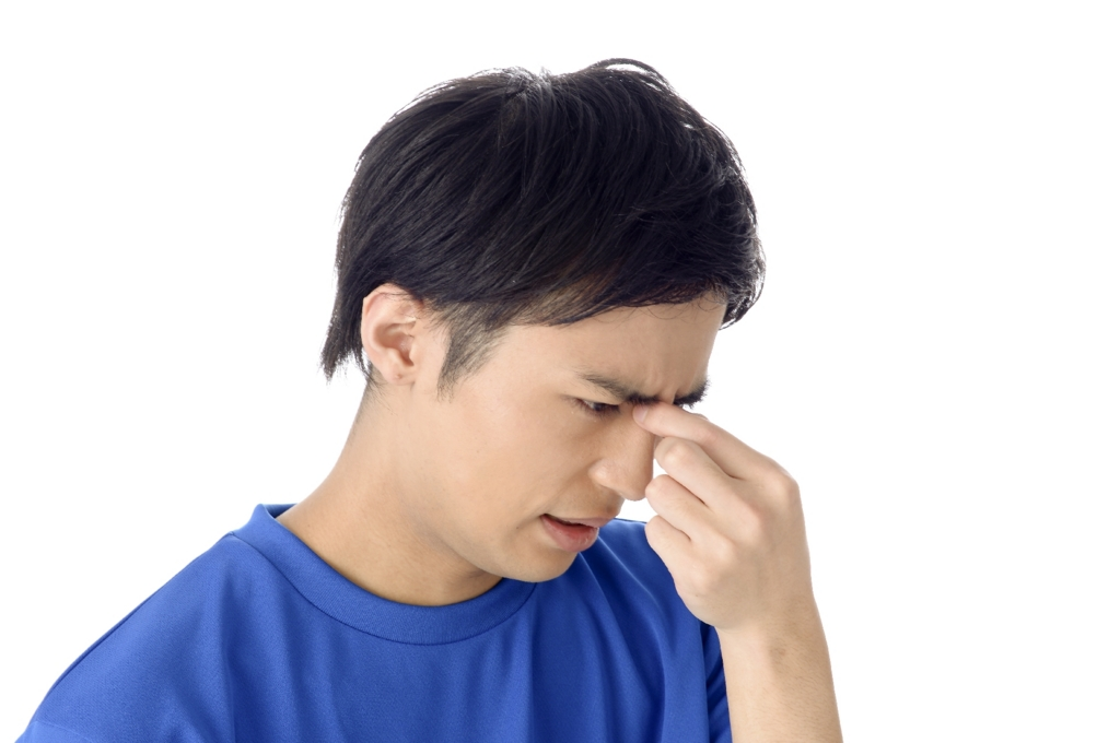 視力低下に悩み続ける男性の画像