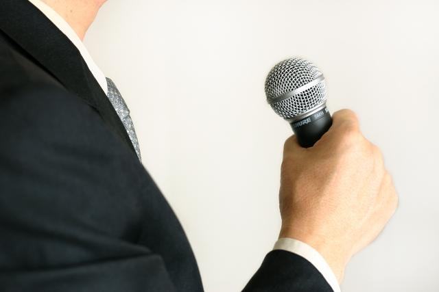 大物芸能人の結婚式会見を進行していく重責