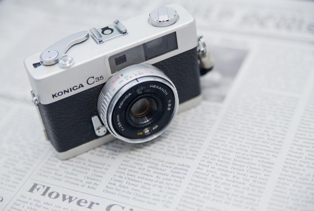 新聞とカメラの画像