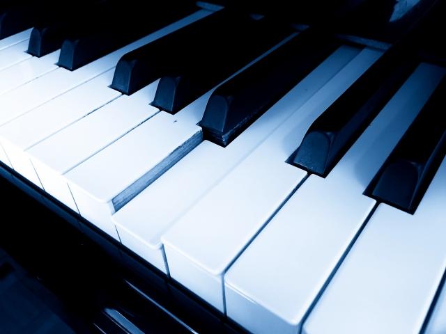 深夜に誰もいないのに弾かれるピアノ