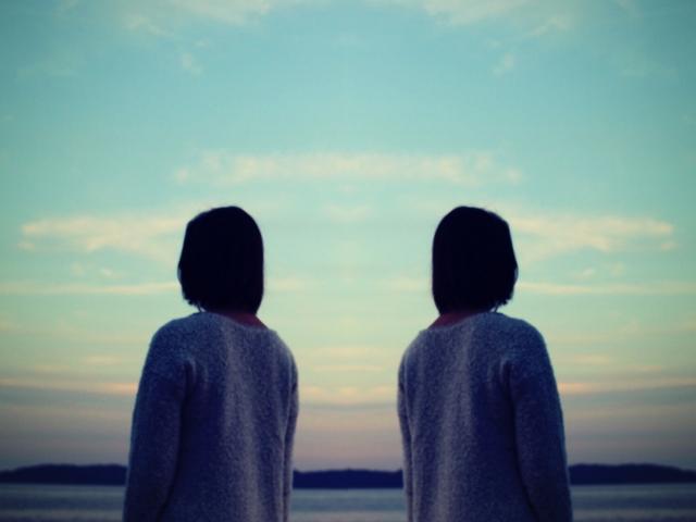 カバー曲を表す2人の画像