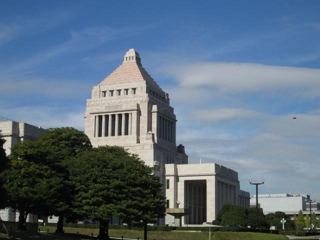 政治家が活躍する国会議事堂
