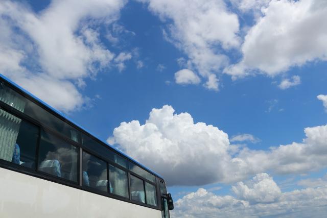 空港に向かうバス
