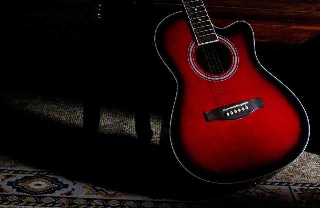 バンドが使用していた赤いギター