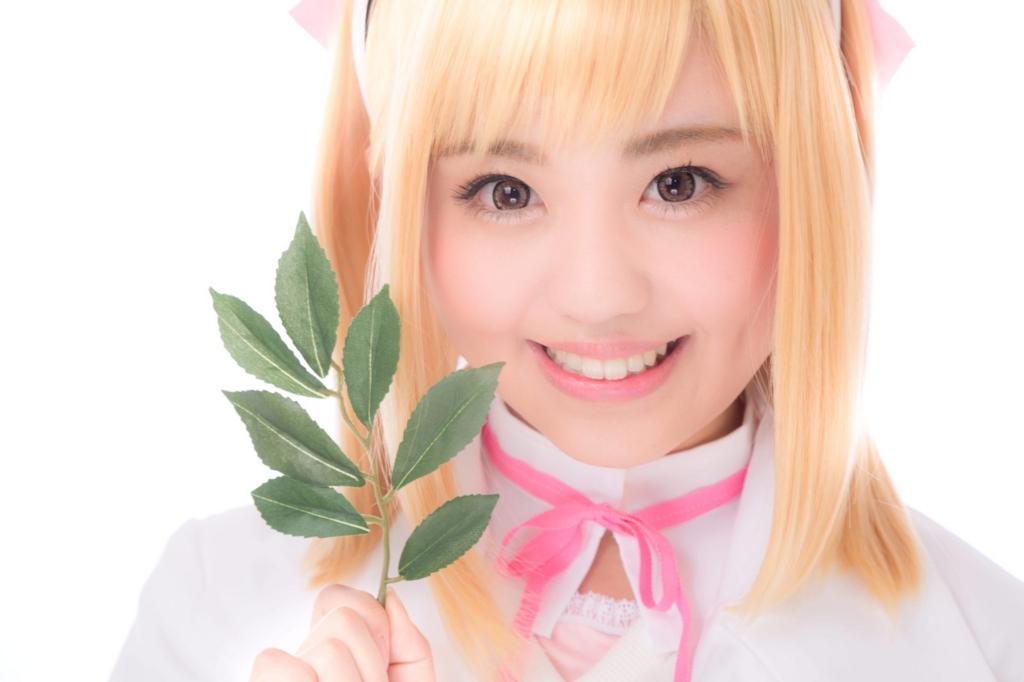 歌姫のヒットソングを紹介する天使