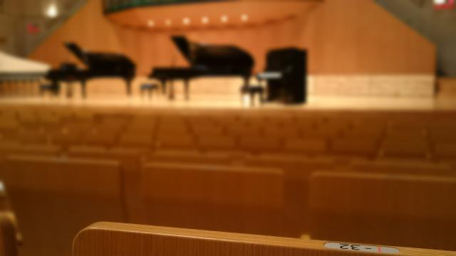 オーケストラの会場