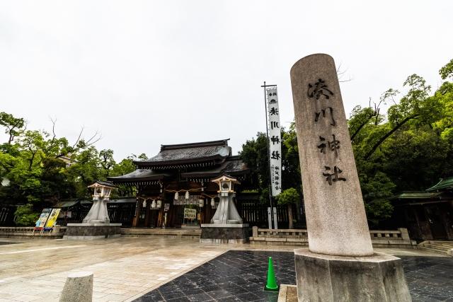 湊川の神社