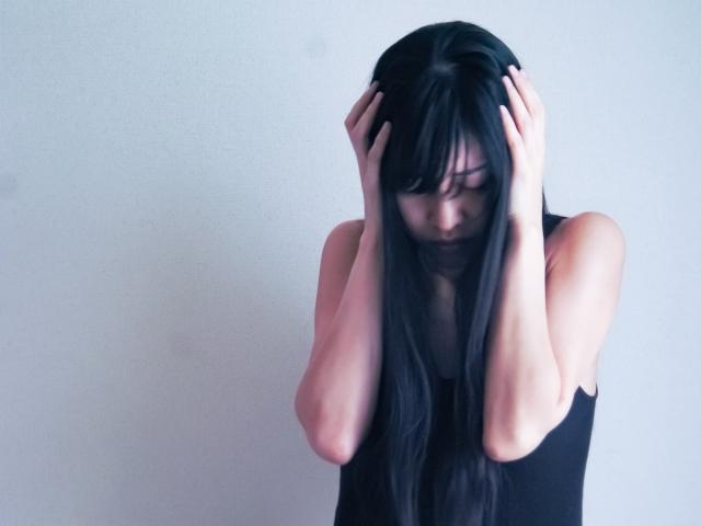 借金で悩む女性