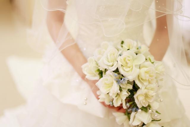 結婚式で幸せな花嫁