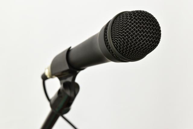 ラジオ局のマイク