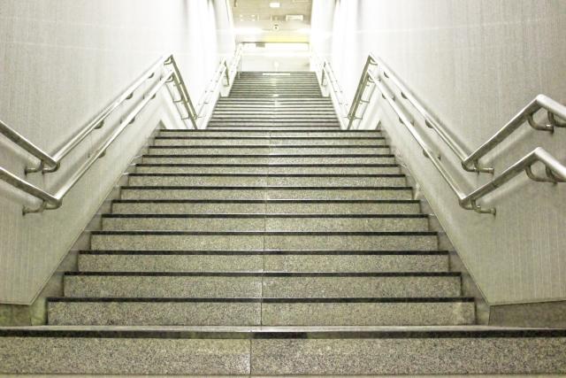 目標を高くした事を表す階段