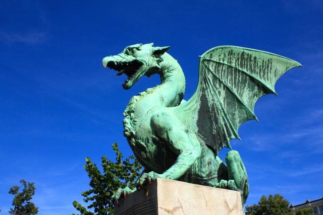ドラゴンの銅像の画像