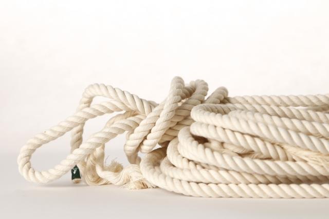 首を吊るロープ