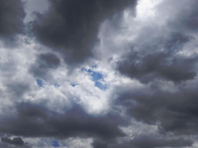 上空の怪しい雲