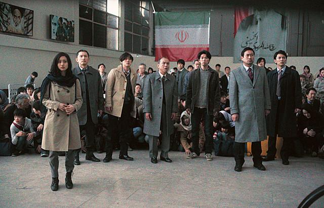 テヘランの空港で絶望している日本人たち