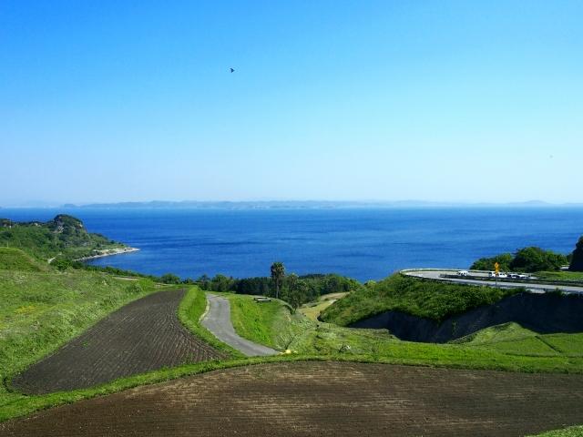 海が見える坂
