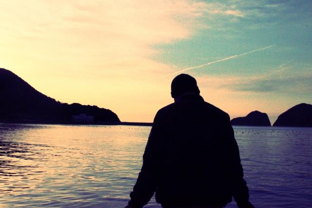 湖に不時着した男性
