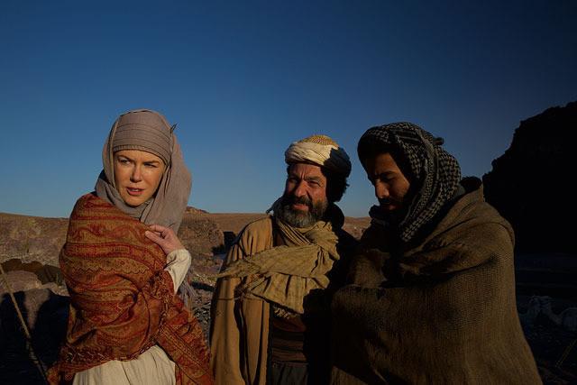 砂漠の民と話をするガードルード