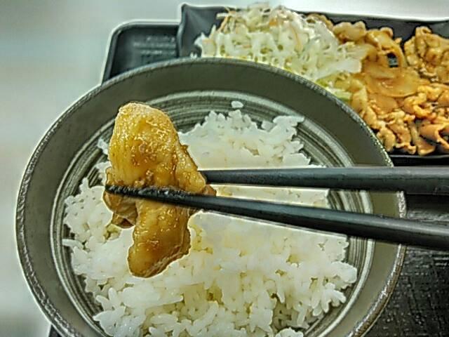 吉野家の豚生姜定食の豚肉画像
