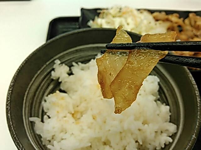 吉野家の豚生姜定食の玉ねぎ画像