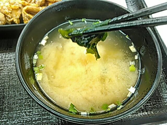 吉野家の豚生姜定食の味噌汁画像