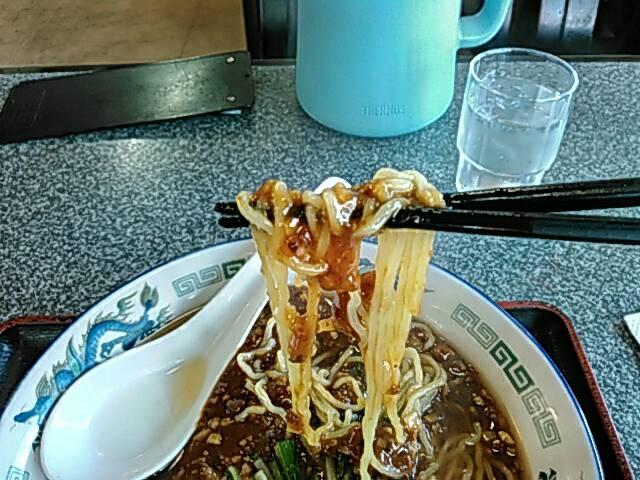 満里のジャージャー麺の麺画像