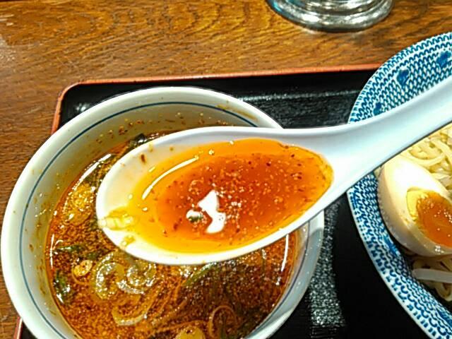 旨辛つけ麺のスープのアップ画像