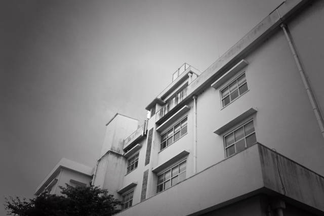 学校の闇の画像