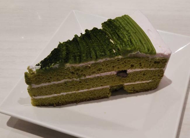 抹茶と桜のケーキの画像