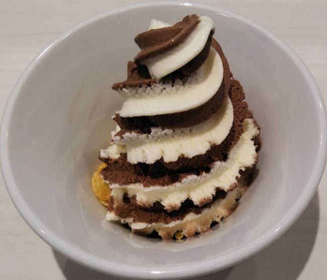 魚べいの『ソフトアイス バニラ&チョコ』の画像