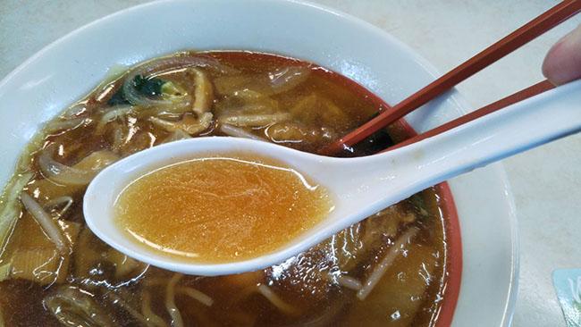 『五目うま煮ラーメン』のスープ画像