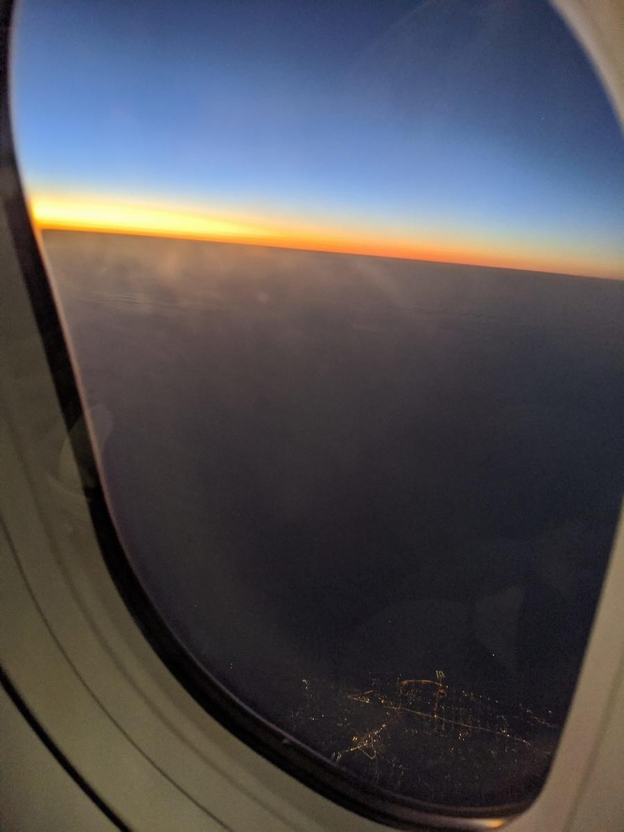 地平線の彼方の夕陽