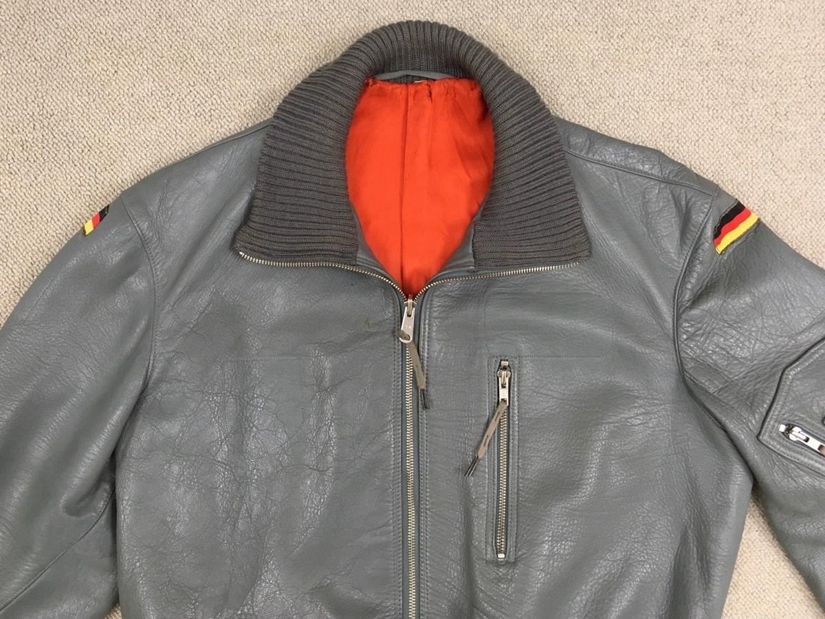 ドイツ空軍レザーフライトジャケット襟周り(1988年モデル)