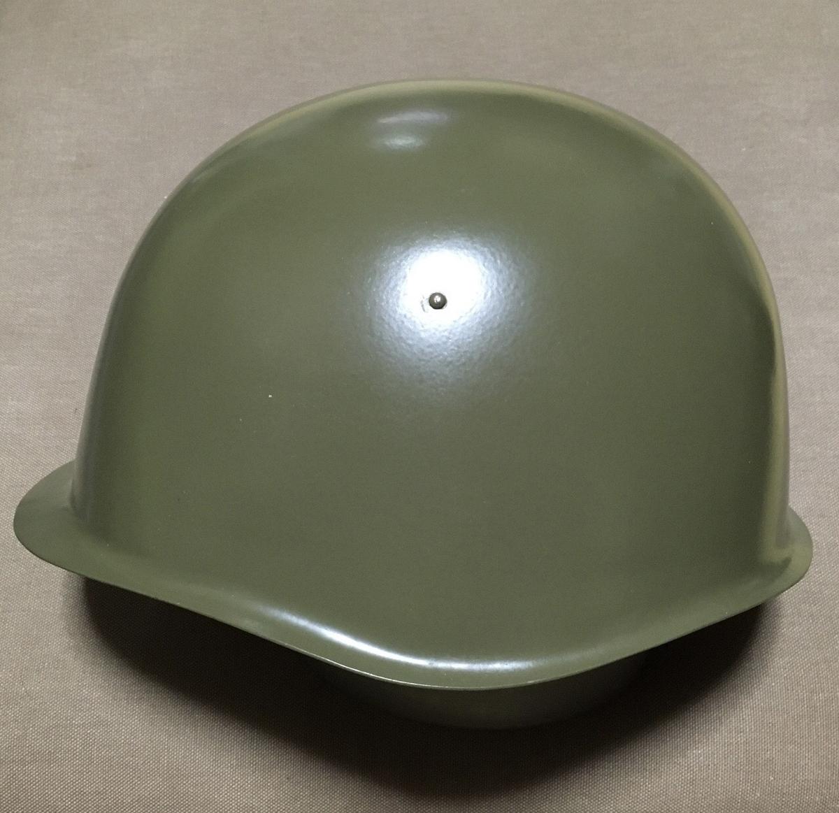 チェコスロバキア軍スチールヘルメット(側面)