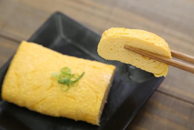 ていてほしい人気ナンバーワンの日本食である卵焼き。おいしくて、優しくて、日本のおふくろの味料理の定番でもあります。今回は、そんな卵焼きの作り方 を、英語