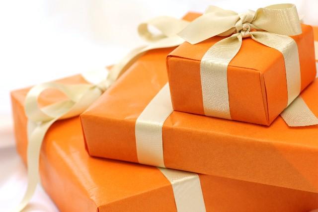 中国人に贈ったらNGなプレゼント(時計、傘、扇子)とその理由