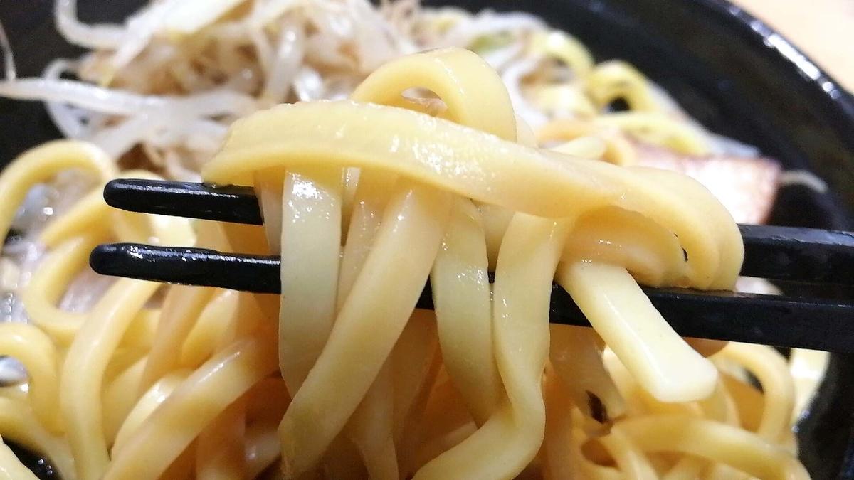 ローソンの二郎系豚醤油ラーメンは麺が美味い!!!